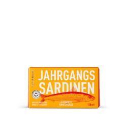 Jahrgangs-Sardinen in pikanter Tomatensauce